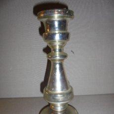 Antigüedades: (M) ANTIGUO CANDELERO DE CRISTAL SOPLADO ESPEJO DE MERCURIO .PRINCIPIO S. XIX 20,5X9 CM. ORIGINAL . Lote 49999121