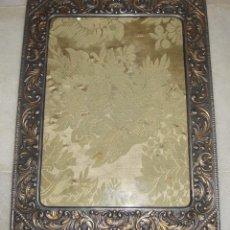 Antigüedades: ANTIGUO MARCO DE METAL REPUJADO.. Lote 50035006