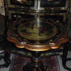 Antigüedades: IMPRESIONANTE MESA ABATIBLE CON PRECIOSA ESCENA E INCRUSTACIONES DE NÁCAR. Lote 50059162