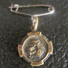 Antigüedades: MEDALLA DE SAN ANTONIO DE PADUA. EN REVERSO RICORDO. PARA COLGAR CON IMPERDIBLE. Lote 50060445