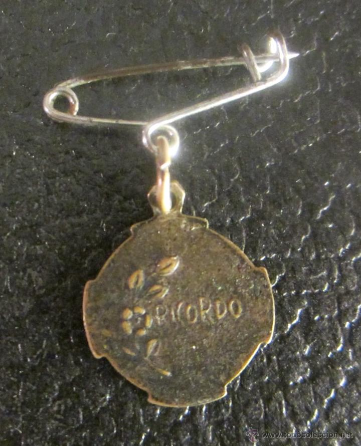 Antigüedades: MEDALLA DE SAN ANTONIO DE PADUA. EN REVERSO RICORDO. PARA COLGAR CON IMPERDIBLE - Foto 2 - 50060445