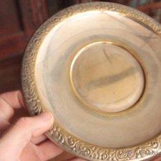 Antigüedades: ANTIGUO PLATO EN METAL TRABAJADO DE JOYERIA GOMIS, ALICANTE. Lote 50062463