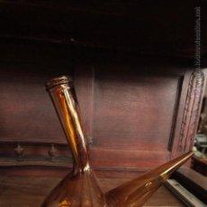 Antigüedades: PORRÓN DE VINO EN CRISTAL AMBAR. Lote 140534790