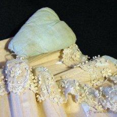 Antigüedades - Corsé isabelino con encaje de guipur y almohadilla tapa canalillo. Siglo XIX. - 50075619