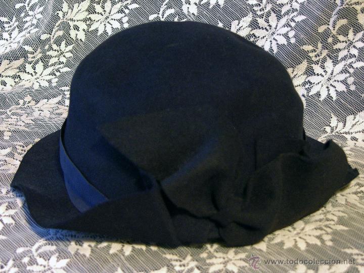 Sombrero de fieltro negro con moña delantera 0a339decdb1