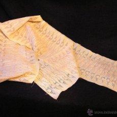 Aplicaciones bordadas a mano muy antiguas, casi 100. Siglo XIX.