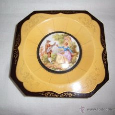 Antigüedades: ANTIGUO MARCO DE MADERA PINTADA CON PORCELANA DE LIMOGES ILUSTRADO FRAGONARD. Lote 50534631