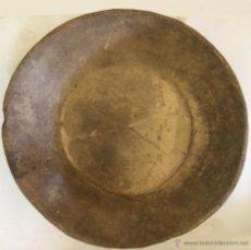 Antigüedades: GRAN ARTESA REDONDA TALLADA EN MADERA DE UNA PIEZA.. Lote 50110819