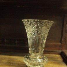 Antigüedades: JARRON DE CRISTAL TALLADO BASE DE PLATA. Lote 50142894
