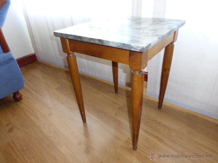 Peque a mesa auxiliar cuadrada madera de haya comprar - Mesas auxiliares pequenas ...