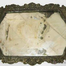 Antigüedades: GRAN BANDEJA EN BRONCE FIN XIX ESPEJO CRISTAL ORIGINAL PATINA ANTIGUA. Lote 50161330