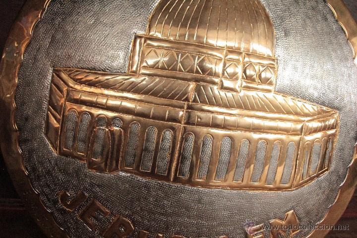 Antigüedades: EXCELENTE PLATO DE JERUSALEM, REALIZADO A MANO, REPUJADO Y FIRMADO POR EL ARTISTA. - Foto 3 - 50173051
