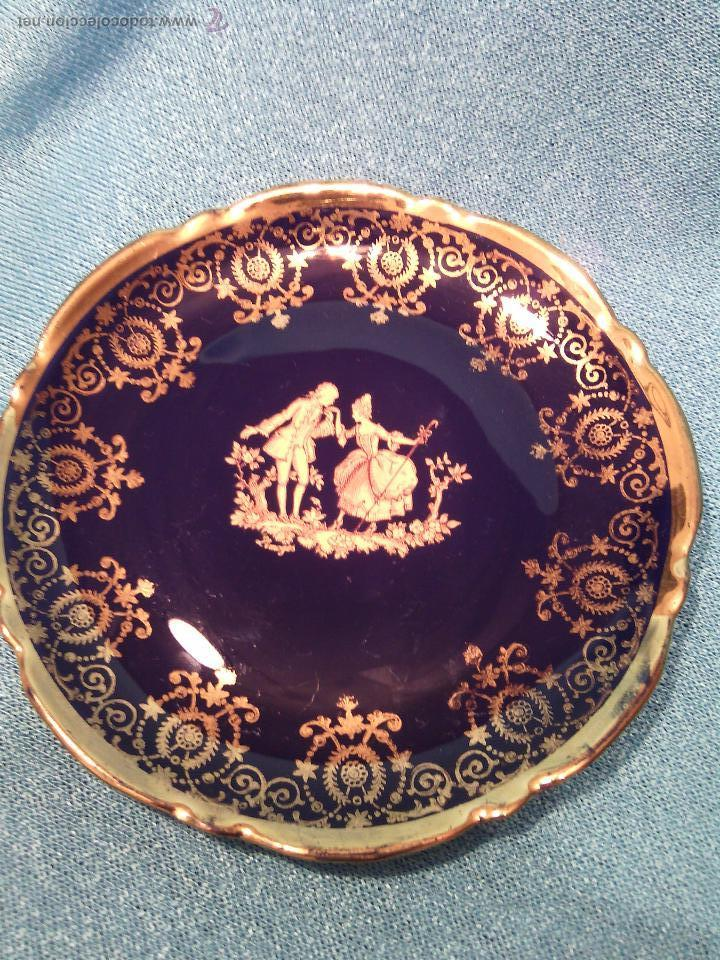 PLATO DECORATIVO DE LIMOGES. PORCELANA BLEU DU ROI Y ORO FINO. (Antigüedades - Porcelana y Cerámica - Francesa - Limoges)
