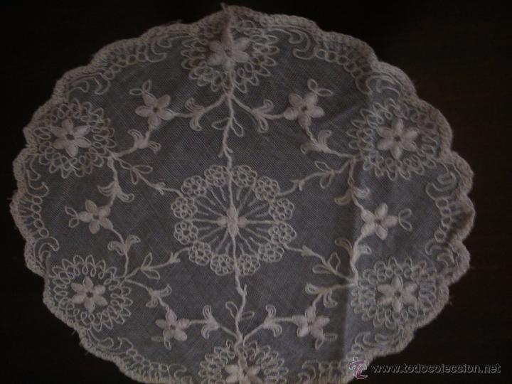 * ANTIGUO TAPETE DE TUL BORDADO. (RF:159/*) (Antigüedades - Hogar y Decoración - Tapetes Antiguos)