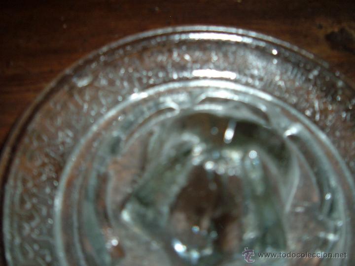 Antigüedades: Exprimidor de cristal prensado - Foto 2 - 50218045