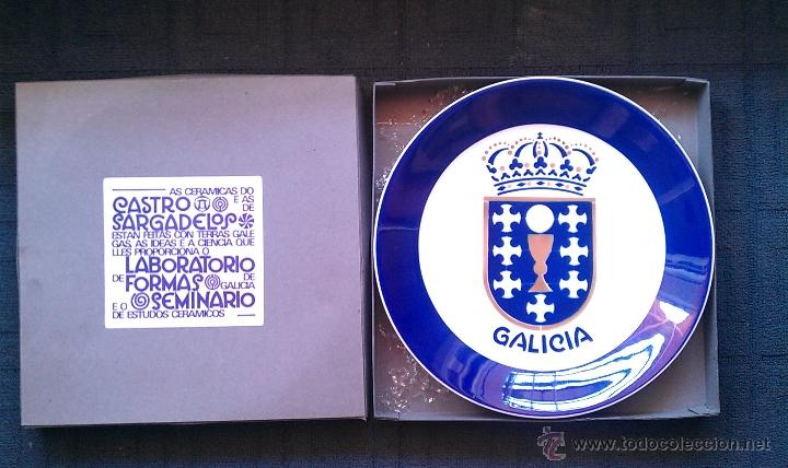 1988 PLATO GALICIA SARGADELOS CASTRO LABORATORIO DE FORMAS CON CAJA GRANDE 27 CM CASA SOLLA (Antigüedades - Porcelanas y Cerámicas - Sargadelos)