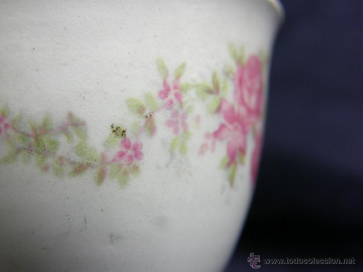 Antigüedades: huevera porcelana blanca decoración calco flores dorados s XIX XX sin marcas irregulares 6,3x4,8cms - Foto 5 - 50236897