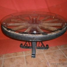 Antiquitäten - Mesa de salón realizada en una rueda de cañón. - 50243764