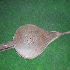 Antigüedades: FUELLE DE MADERA Y CUERO 44X18X5CM. Lote 50244529