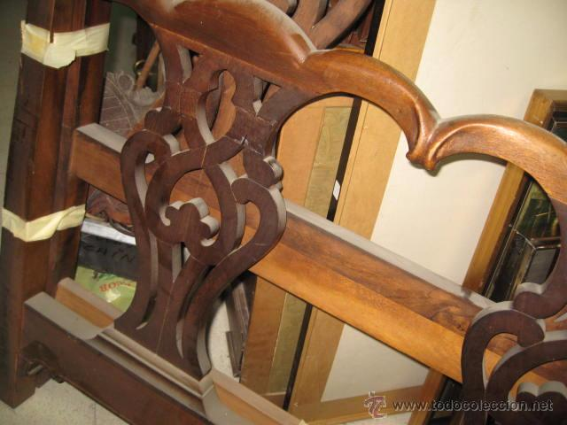 Antigüedades: Cabecero y piecero de madera con adornos troquelados 105 cm. altura Cabecero 101 piecero 79 cm. - Foto 5 - 147431241