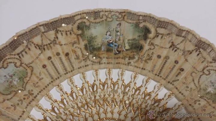 Antigüedades: ANTIGUO ABANICO VARILLAJE TALLADO EN HUESO PAIS EN SEDA DECORADO A MANO ESCENA GALANTE- S.XIX - Foto 4 - 50251323