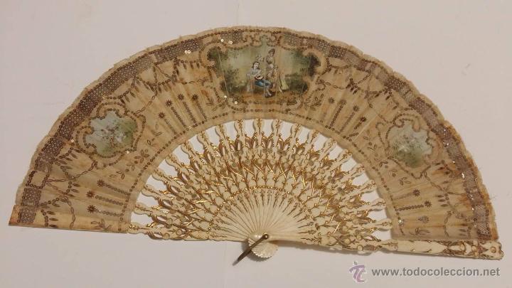 Antigüedades: ANTIGUO ABANICO VARILLAJE TALLADO EN HUESO PAIS EN SEDA DECORADO A MANO ESCENA GALANTE- S.XIX - Foto 5 - 50251323