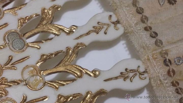 Antigüedades: ANTIGUO ABANICO VARILLAJE TALLADO EN HUESO PAIS EN SEDA DECORADO A MANO ESCENA GALANTE- S.XIX - Foto 7 - 50251323