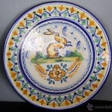 Antigüedades: PLATO DE CERÁMICA DE MENSAQUE, TRIANA (CONEJO). Lote 50261072