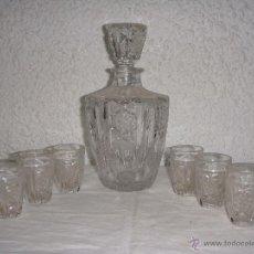 Antigüedades: ANTIGUO JUEGO DE LICOR DE CRISTAL TALLADO. BOTELLA Y 6 VASOS.. Lote 50309247