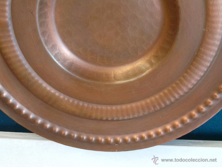 Antigüedades: PLATO DE COBRE CINCELADO PARA COLGAR MUY DECORATIVO - Foto 3 - 50343954