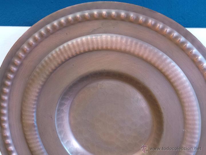 Antigüedades: PLATO DE COBRE CINCELADO PARA COLGAR MUY DECORATIVO - Foto 4 - 50343954