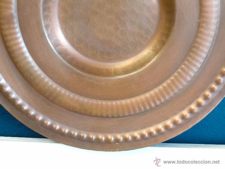 Antigüedades: PLATO DE COBRE CINCELADO PARA COLGAR MUY DECORATIVO - Foto 5 - 50343954