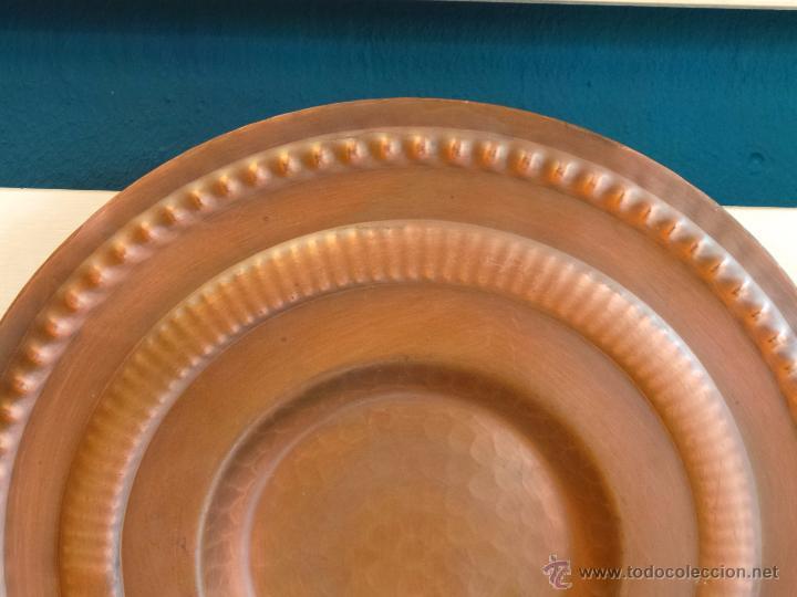 Antigüedades: PLATO DE COBRE CINCELADO PARA COLGAR MUY DECORATIVO - Foto 6 - 50343954