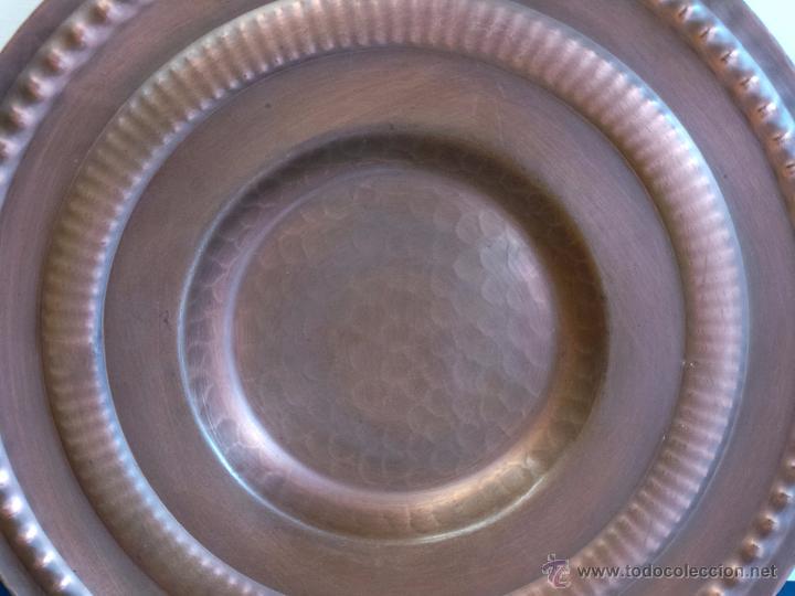 Antigüedades: PLATO DE COBRE CINCELADO PARA COLGAR MUY DECORATIVO - Foto 7 - 50343954