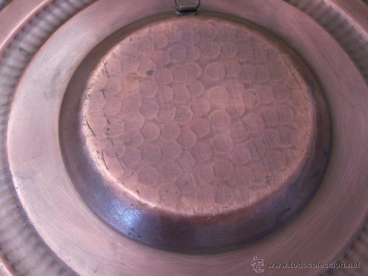 Antigüedades: PLATO DE COBRE CINCELADO PARA COLGAR MUY DECORATIVO - Foto 9 - 50343954