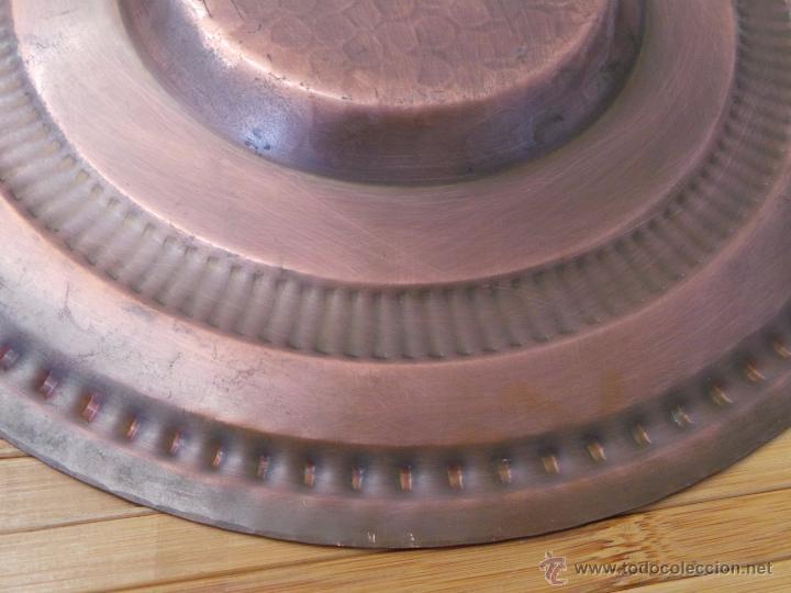 Antigüedades: PLATO DE COBRE CINCELADO PARA COLGAR MUY DECORATIVO - Foto 10 - 50343954