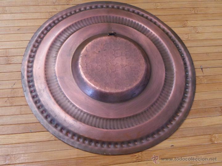Antigüedades: PLATO DE COBRE CINCELADO PARA COLGAR MUY DECORATIVO - Foto 11 - 50343954