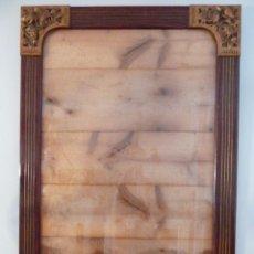 Antigüedades: GRAN MARCO ACANALADO CON ESQUINAS METÁLICAS EN RELIEVE - 79,5 X 114,5 CM. Lote 50362468