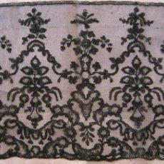 Antigüedades: ANTIGUO ENCAJE DE CHANTILLY S. XIX. Lote 50396031