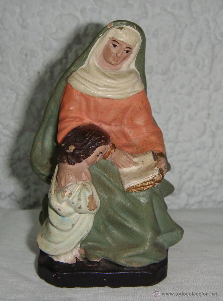 ANTIGUA FIGURA DE BARRO DE SANTA ANA Y LA VIRGEN MARÍA DE NIÑA LEYENDO. CERÁMICA POLICROMADA. (Antigüedades - Religiosas - Varios)
