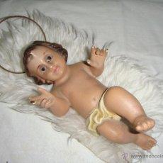 Antigüedades: ANTIGUO NIÑO JESÚS DE ESCAYOLA. OJOS DE CRISTAL. CON CAMASTRO.. Lote 50413008