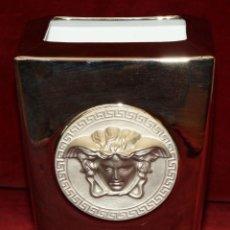 Antigüedades: PRECIOSO JARRON EN PORCELANA BAÑADA EN PLATA DE ROSSENTHAL. MODELO (VERSACE). Lote 50419297