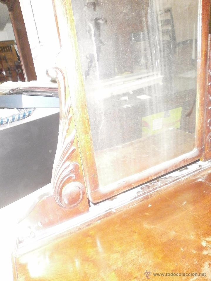 Antigüedades: Ocasion Comoda antigua de madera con cuatro cajones y espejo para restaurar - Foto 4 - 50426256