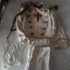 Antigüedades: ANTIGUO TRAJE DE COMUNIÓN EN ALGODÓN. CRUZ DE SANTIAGO BORDADA. Lote 50434848