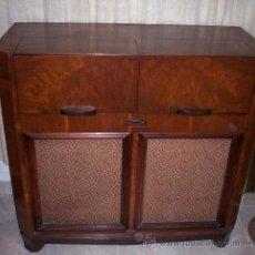 Antigüedades: MUEBLE ORIGINAL ART DECO CON RADIO Y TOCADISCOS RCA VICTOR. Lote 50450823