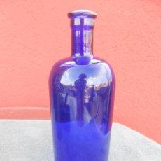 Antigüedades: ANTIGUA BOTELLA DE CRISTAL PARA FARMACIA, AZUL OSCURO. Lote 53772752