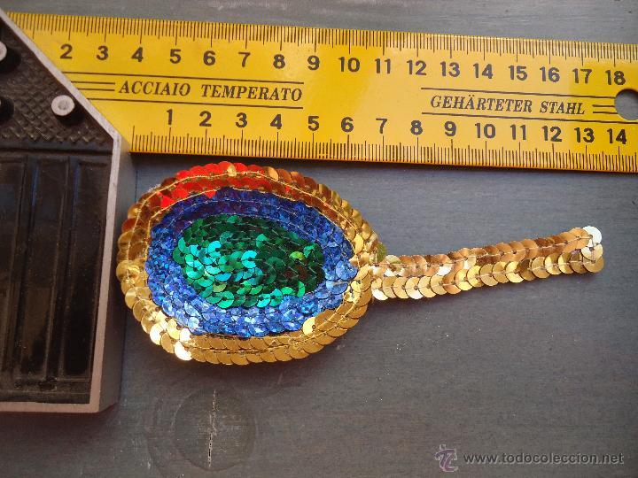 Antigüedades: gran lote antiguas aplicaciones apliques trajes fiesta fantasia bordados ....plumas aveztruz? - Foto 7 - 50477163