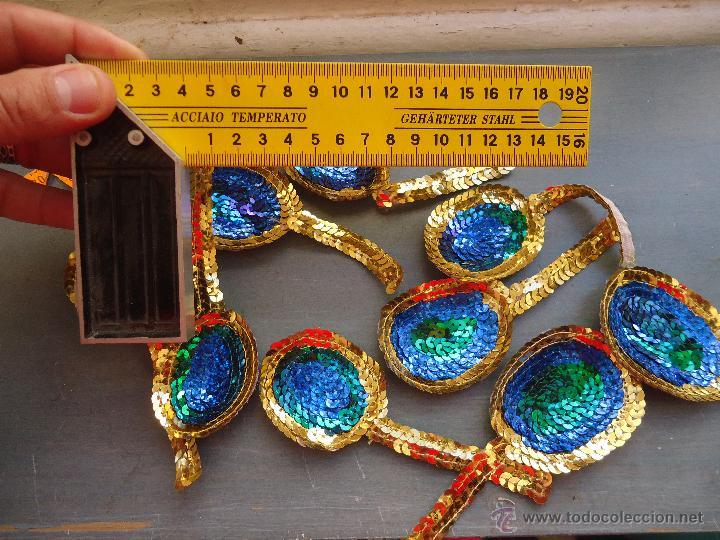 Antigüedades: gran lote antiguas aplicaciones apliques trajes fiesta fantasia bordados ....plumas aveztruz? - Foto 8 - 50477163