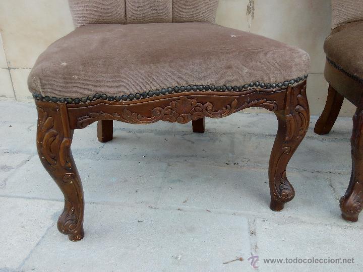 Antigüedades: Preciosas sillas isabelinas de madera maciza tallada y tapizado aterciopelado. finales del siglo XIX - Foto 5 - 50480724