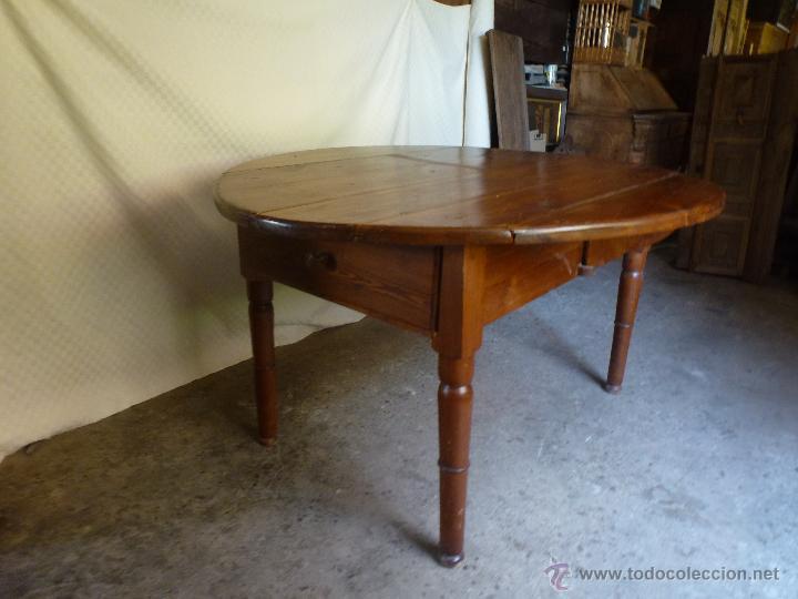 Antigüedades: Antigua y grande mesa plegable ovalada, madera pino melis. - Foto 2 - 50481914